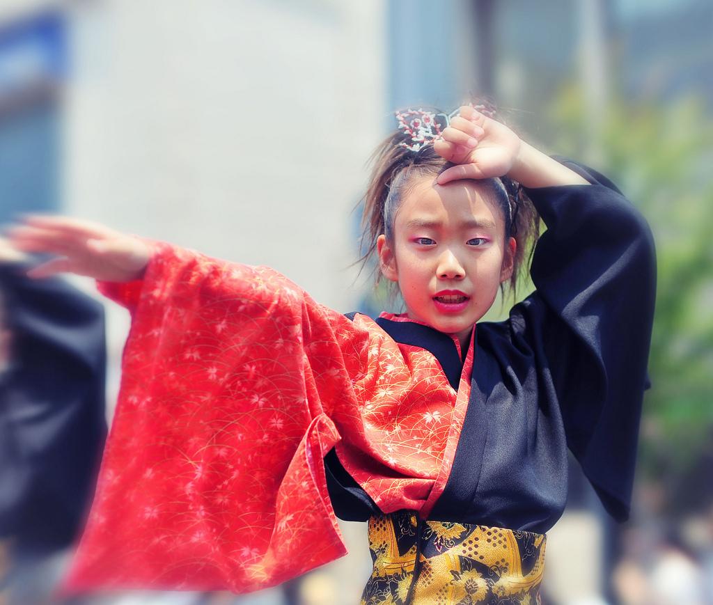 japanese-girl-dancing