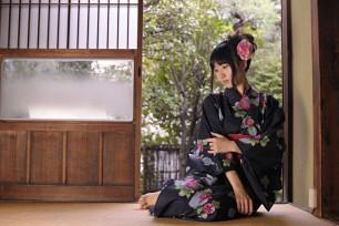 kimono-relaxing-inside