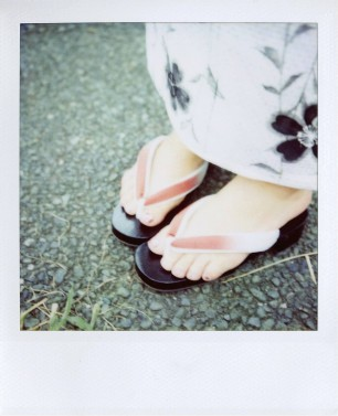 polaroid-cute-sandals