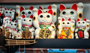 Maneki-Neko-Happy-Cats