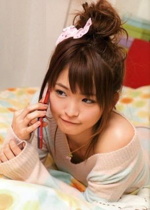 Cutie-Making-Face-on-da-Phone