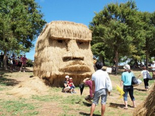 Japans-Straw-Beasts-Easter-Island