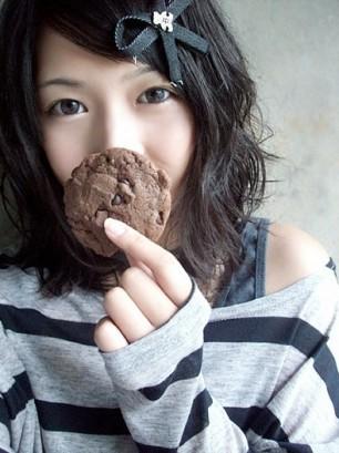 min-hyo-seon-with-choco-cookie