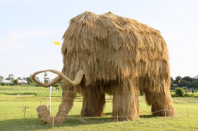 Japans-Straw-Beasts-Mamute