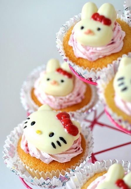 Hello-Kitty-Mini-Cupcakes