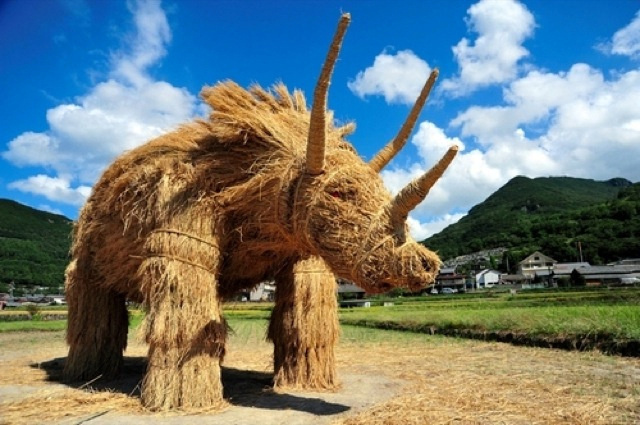 Japans-Straw-Beasts-Triceratops