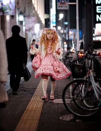 Kawaii-Cutie-at-Night