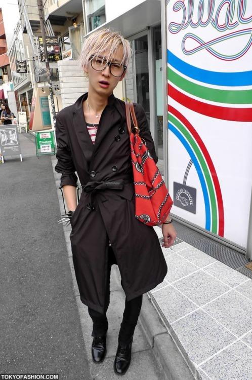 Harajuku_Guy_With_Longchamp_x_Jeremy_Scott_Bag