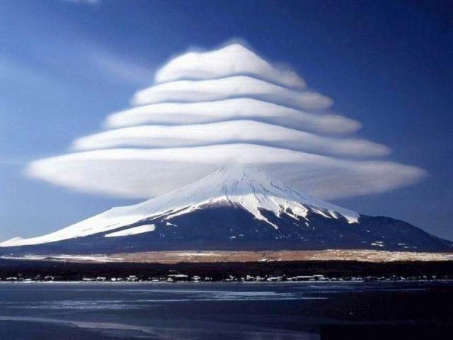 Mount-Fuji-Clouds
