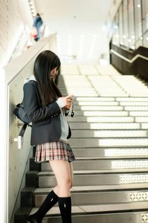 SchoolGirl Waiting