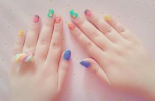 Beautiful Rainbow Nails