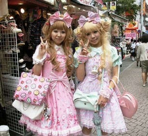 Lolitas-in-the-Street